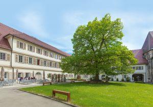 5-stift-urach_innenhof
