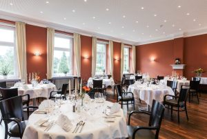 6-Kneipp-Hotel_Roter-Salon-0448