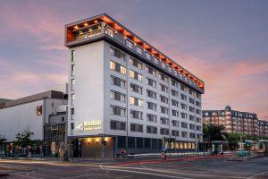 Hotelansicht-Außen-Blaue-Stunde_mainhausfrankfurt