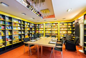 Stadthotel_Bibliothek04