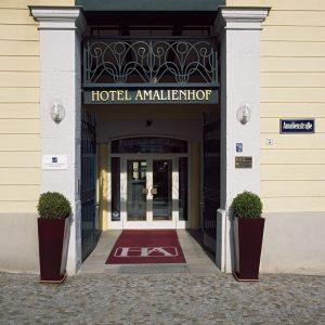 Hotel-Eingang1920x1080